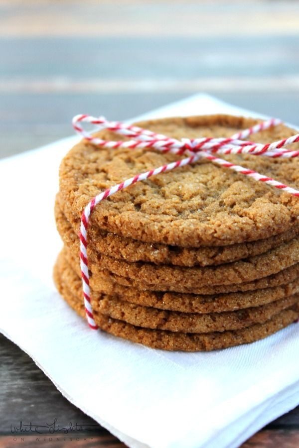 Crisp and Chewy Ginger Snap Cookies | White Lights on Wednesday via @julerybox