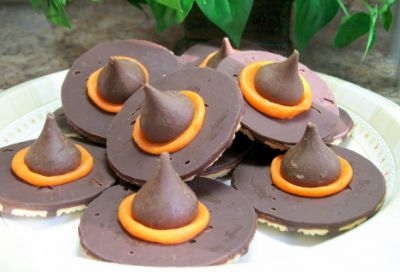 These little witch hat cookies are the perfect treat for a school Halloween party