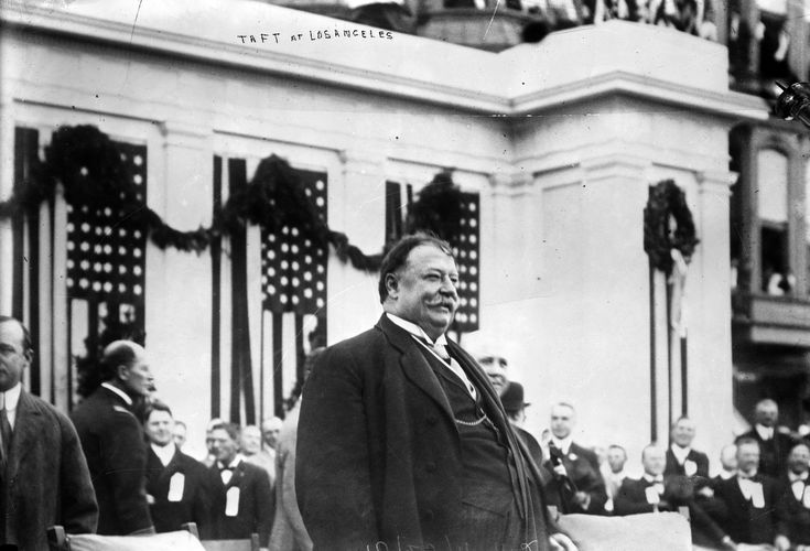 On October 16, 1911, U.S. President William Howard Taft arrived in Southern California for a whirlwind tour of Los Angeles, Pasadena, and Alhambra. That evening he was honored at a banquet at the Alexandria Hotel's Franco-Italian Dining Room. (Bizarre Los Angeles)