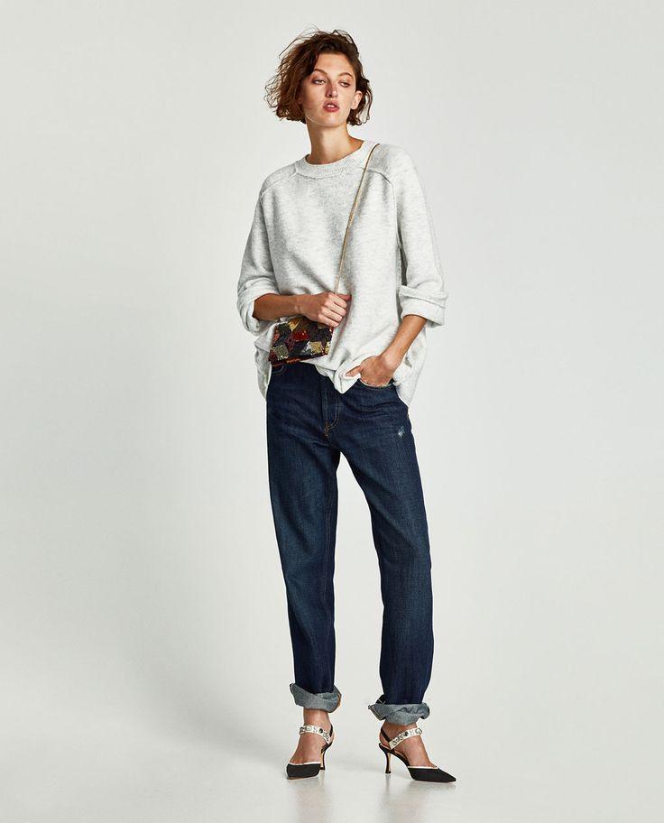 Image 1 de OVERSIZED SWEATER WITH VISIBLE SEAMS de Zara