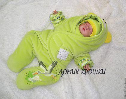 Купить или заказать Комбинезон-конверт для новорожденного 'Мишка Тедди' нежный салатовый в интернет-магазине на Ярмарке Мастеров. Комбинезон-конверт на выписку и повседневные прогулки, удобен для перевозки малыша в автолюльке. Материал верха-велюр хлопковый, утеплитель-Альполюкс, подкладка-х/б трикотаж. Застежка на липучке позволит без труда одевать и раздевать ребенка даже во время сна. Комбинезон украшен аппликациями ручной работы, на капюшоне ушки. Стоимость: зима (Альполюкс 300)-3300…
