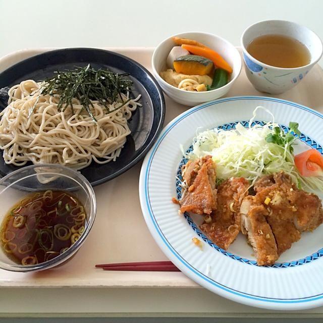 とある社食で昼ゴハン - 17件のもぐもぐ - 油淋鶏腿、ざるそば、五目巾着煮 by maixx ใหม่