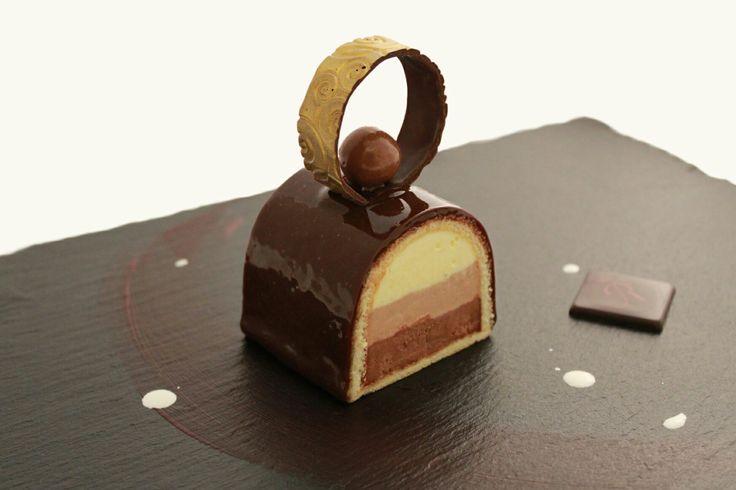 Voglia di dolcezza? La nostra Mousse ai Tre Cioccolati è proprio quello che fa per voi!