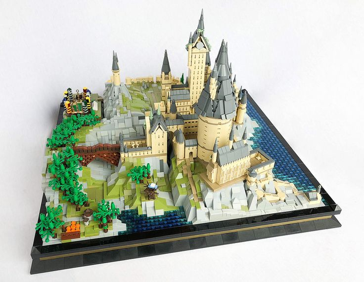 Microscale LEGO Hogwarts paints the scene for Harry Potter movies