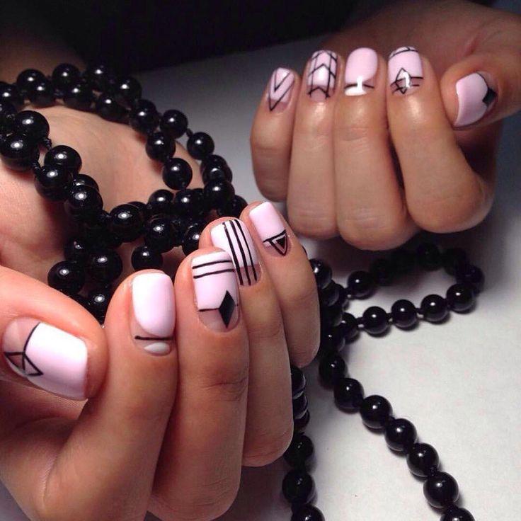 Геометрический маникюр короткие ногти, Двухцветный дизайн ногтей, Идеи черно-белого маникюра, Красивые узоры на ногтях, Маникюр на квадратные ногти, Маникюр с полосками, Молодежный маникюр, Стильный дизайн ногтей