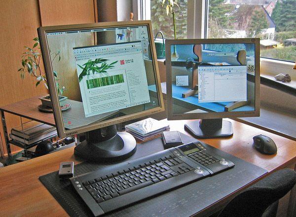 """40 Creative """"Transparent Screen"""" Trick Photos"""