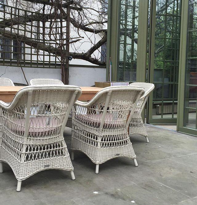 Meble #georgiagarden #sikadesign i stół #oldteak STERN, kompozycja doskonała