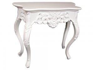 Konzolový stolík Verona W 83cm  Jemný romantický konzolový stolík Verona v bielom laku Vás dostane svojou jemnosťou a čistotou. Stolík Vás očarí svojimi jemnými oblými líniami a krásne vyrezávaným reliéfom.  Šírka: 83cm  Dĺžka: 37cm  Výška: 74cm  Materiál: drevo  Dostupné farby: zlatá, strieborná, biely lak, patina