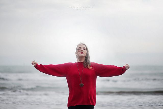 Freedom by Anna Karnutsch #free #freedom #heart #redlips #red #cold #winter #sea #wind #light #romantic #blonde #young #girl #model #shooting #nature