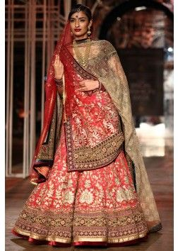 Tarun Tahiliani  collection at the bridal fashion week happening 2013 at Delhi 19