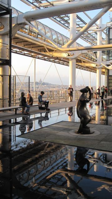 Poco más de un minuto para conocer el Centro Pompidou y para comprender que no te puedes ir de París sin visitarlo.....  http://paris-infinito.com/portfolio/centro-pompidou-museo-de-arte-moderno/