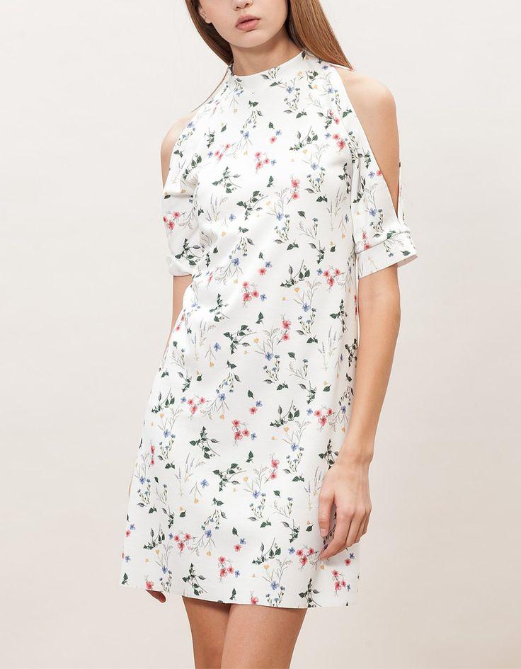 Wzorzysta sukienka z rozcięciami na ramionach 79,90 PLN