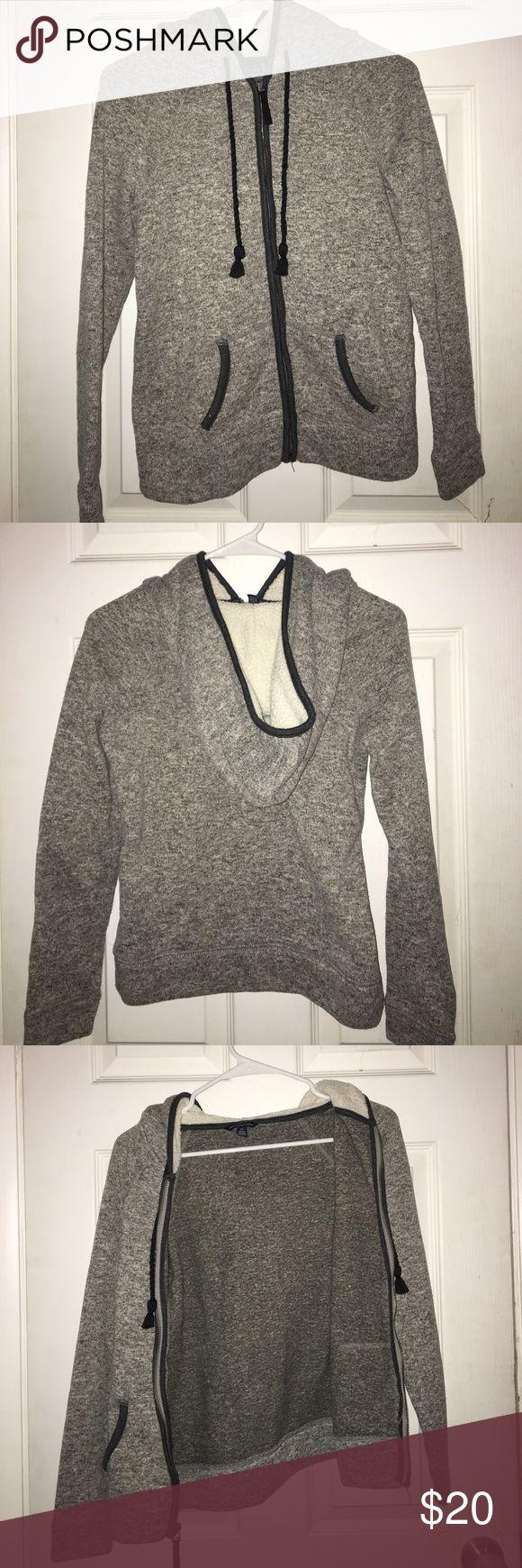 American Eagle Sweatshirt Very warm and cozy American Eagle Sweatshirt! No stains or rips😊 American Eagle Outfitters Tops Sweatshirts & Hoodies