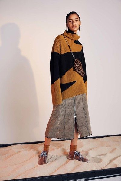 See the complete Edun Pre-Fall 2017 collection.
