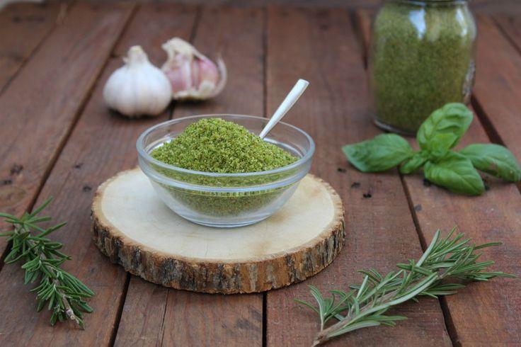Pangrattato aromatizzato per gratinatura ideale per ogni genere di pietanza, dal pesce, alla carne o verdure, sempre pronto per l'uso nel freezer.