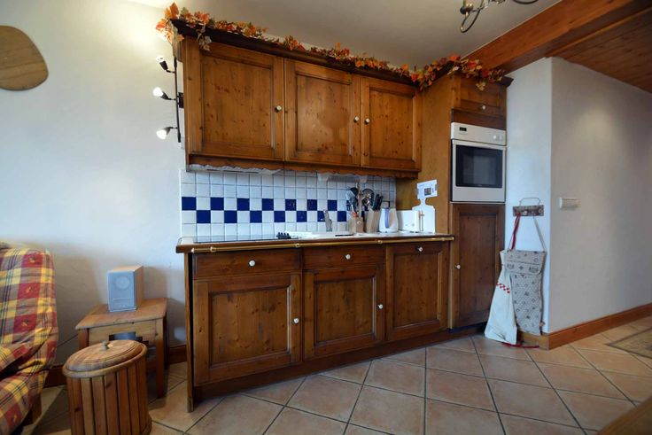 A high quality 3 bedroom apartment located in the traditional French Village of Les Allues. Only a 7 minute walk away from the centre of Les Allues and its s...