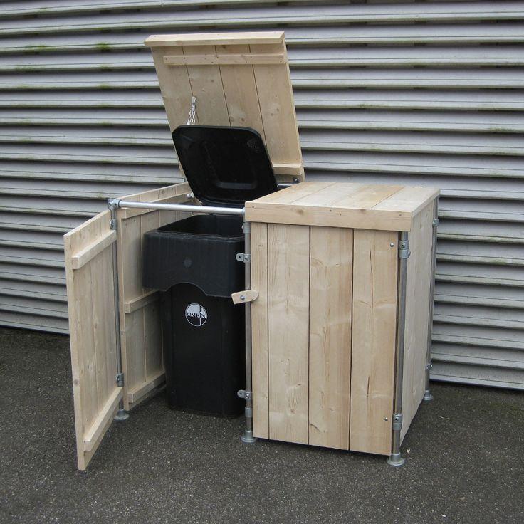 Een steigerhouten container ombouw gemaakt van steigerhout panelen gemonteerd in een steigerbuis frame. De voorste deuren zijn afgehangen aan buis koppelingen, evenals de bovenste klep. Rondom is genoeg ruimte om de containers goed te kunnen laten ventileren. En het houdt de dieren uit de buurt van de containers. De containers kunnen er aan de voorkant in gereden worden. Deze ( zie foto) is bestemd voor 2 containers, is gemaakt van nieuw hout en is onbehandeld. Hij is ook verkrijgbaar voor 1…