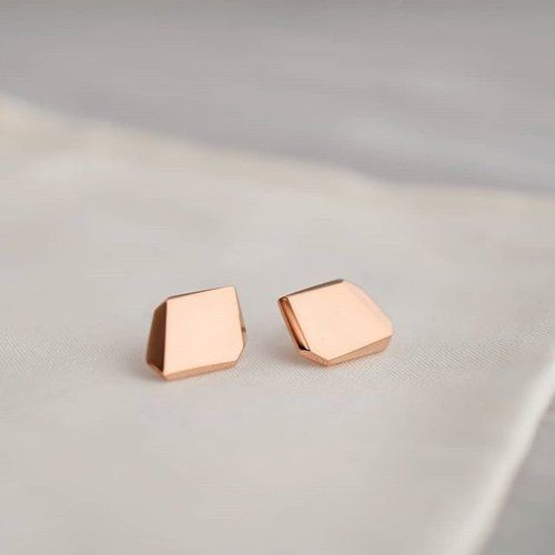 Some of our favourite gold pieces are also available in solid rose gold #FYI  Check our online shop for availability✨. . . #ISLEjewellery #quietlyconfident #finejewellery #rosegold #beautyinsimplicity #lessismore #quietmoments #mininaljewelry #finejewelry #Earrings #Irishdesign #goldstuds #rockearrings #facets #angles #giftsforher