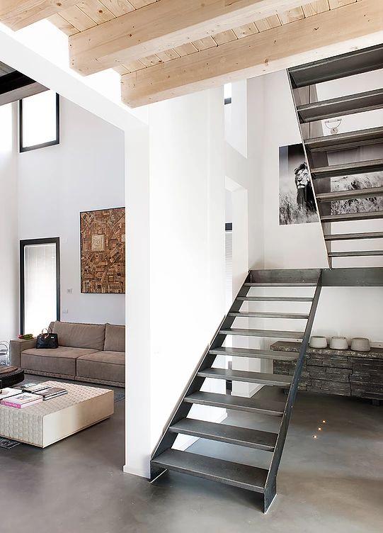BRANDO concept  | Stalla scala stairs metal interior design industrial pavimento resina soffitto legno
