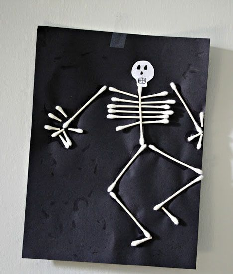 Halloween - Boligliv. Might be good for school, made with cotton buds(?) on black paper.
