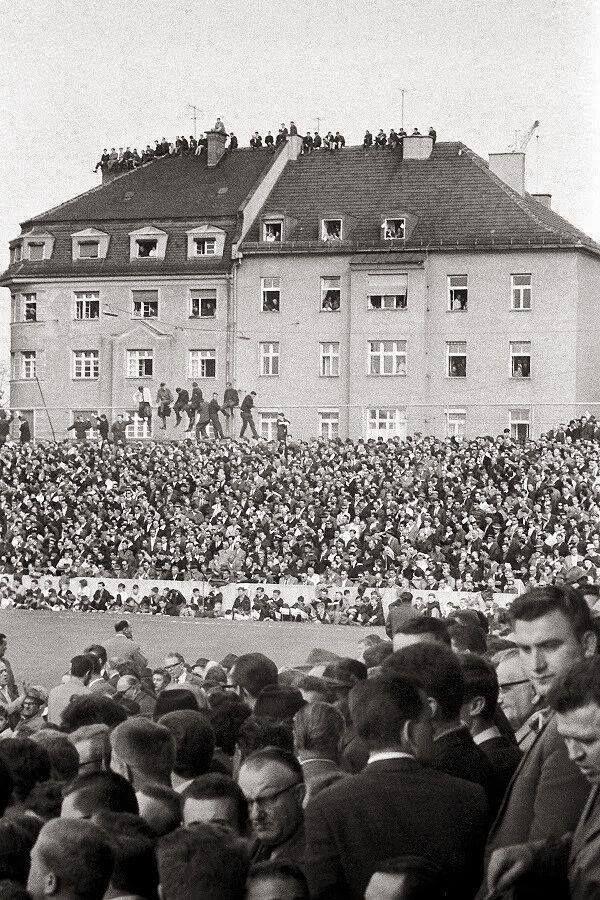 Städtisches Stadion an der Grünwalder Straße in 1963, TSV 1860 München vs 1. FC Nürnberg (5:0). Official attendance: 44.000