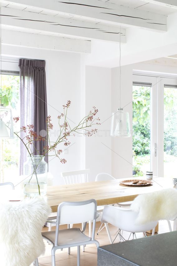 Great decoration for a light and bright but cozy dining room