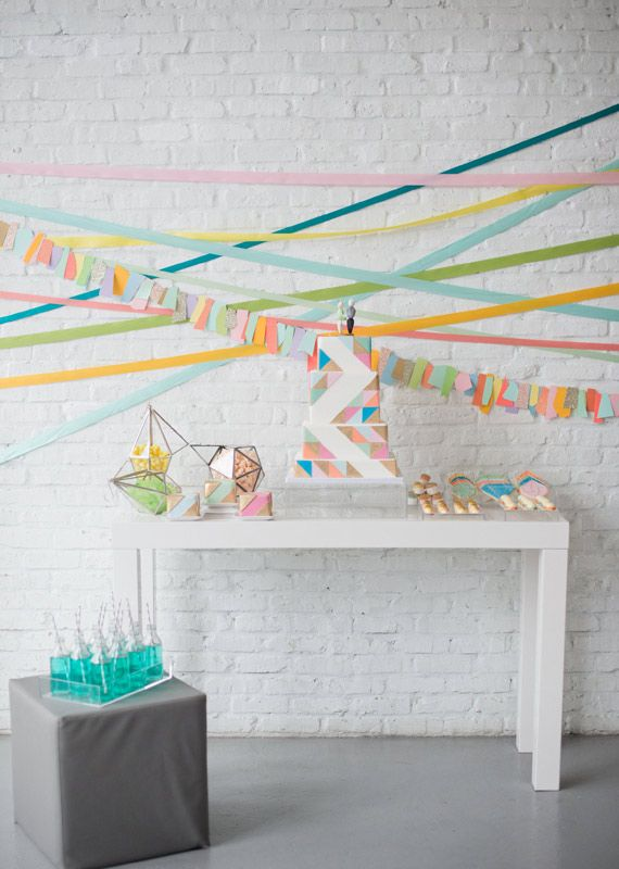 Best 25 streamer decorations ideas on pinterest baby for Decoration layer cake