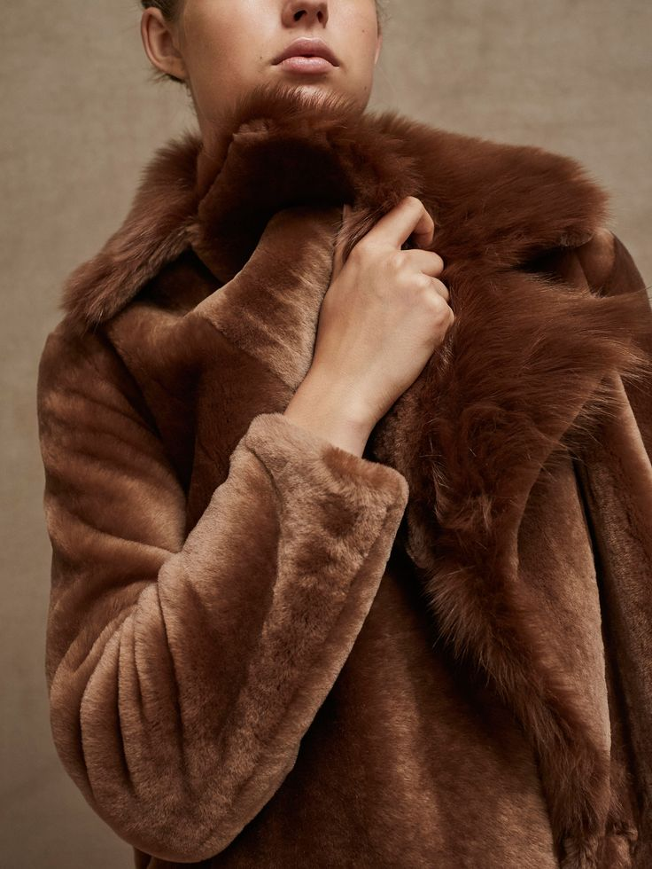 Fall Winter 2017 Women´s LIMITED EDITION LAMBSKIN FUR COAT at Massimo Dutti for 899. Effortless elegance!