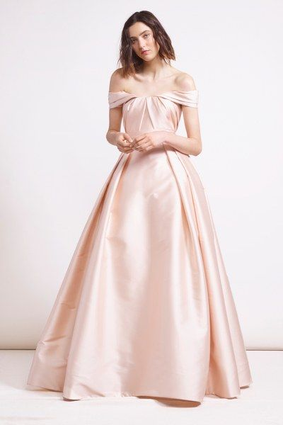 See the full Pre-Fall 2018 collection from Reem Acra.