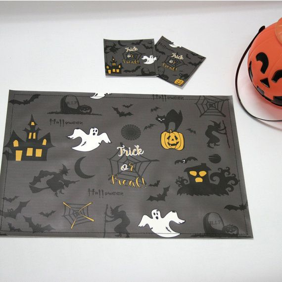Halloween Placemats and coasters, Pack of 4 units. Halloween Manteles y posavasos, Pack de 4 unidades