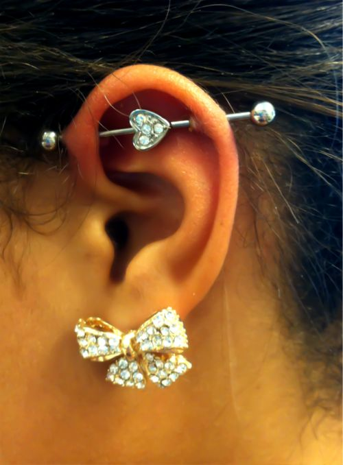 Cute Industrial ! I'm not really into those kind of ear piercings but I love the jewelry they have with it