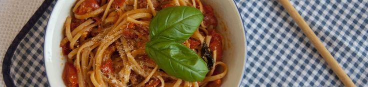 Les linguine aux tomates cerises et au basilic sont un plat végétarien facile et rapide à préparer. Savoureux et léger, c'est le plat idéal pour faire plaisir et surtout SE faire plaisir pendant l'été ! Difficulté : Facile Préparation : 10 MIN. Cuisson : 25 MN. Ingrédients pour 4 personnes …
