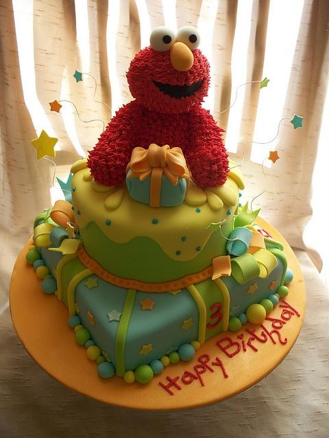 Beautifully done Elmo cake! WOW!
