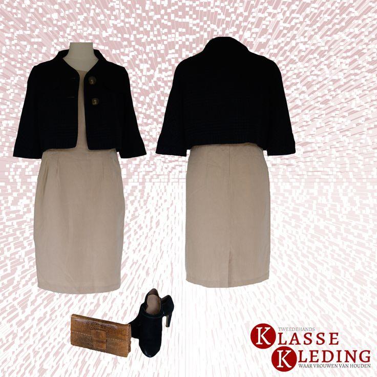 Mooie outfit voor het werk. Moschino jasje met prachtige knopen, mouwloos linnen jurkje van Timeless, high heels van Ecco en een vintage tasje. Tweedehands Klassekleding : kleding waar vrouwen van houden .