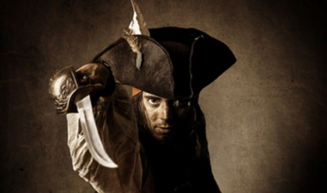 Ideas para una fiesta de piratas adultos Los piratas no pasan de moda, por ello seguro que vas a disfrutar viendo algunas de estas ideas para conseguir unos buenos disfracesde piratas para adultos. Una fiesta temática puede ser muy divertida. Hay muchas ideas para una fiesta de piratas adultos como por ejemplo los trajes de pirata con mano de garfio, con el típico capitán incluso peter pan puede ser parte de esta historia, todo es ponerle imaginación a una nueva historia para tu fiesta de…