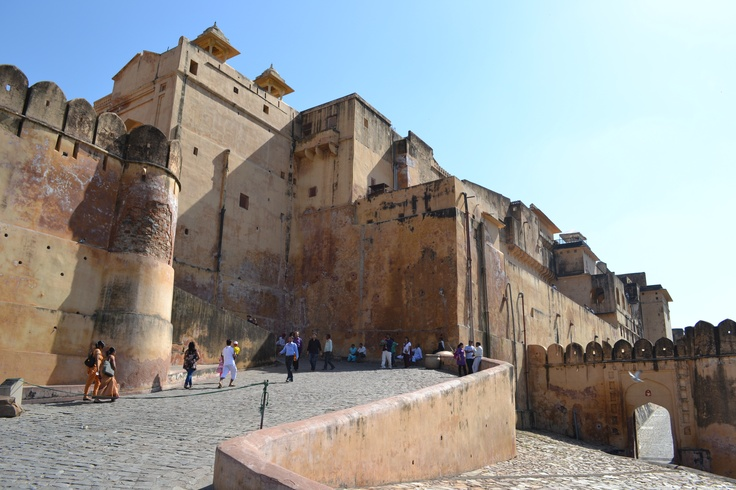Here's a definitive guide to the Pink City by our fellow Terrainspotter Saurav. With the winters coming , its time to rediscover Jaipur and its many jewels like Amber Fort, City Palace, Jantar Mantar plus many more.