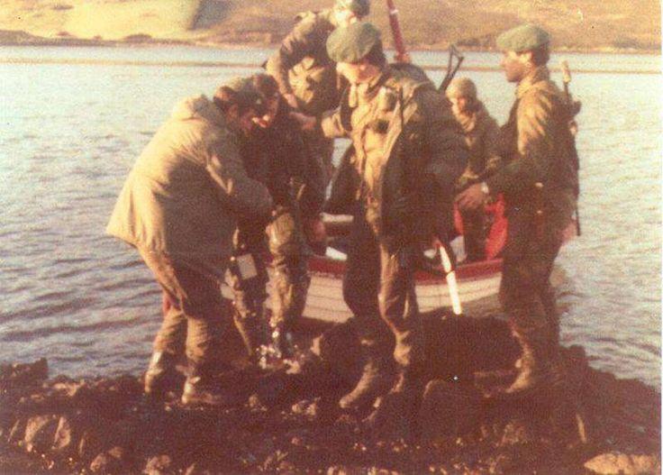 Momento en que rescatan a Jeff Glover después del derribo.