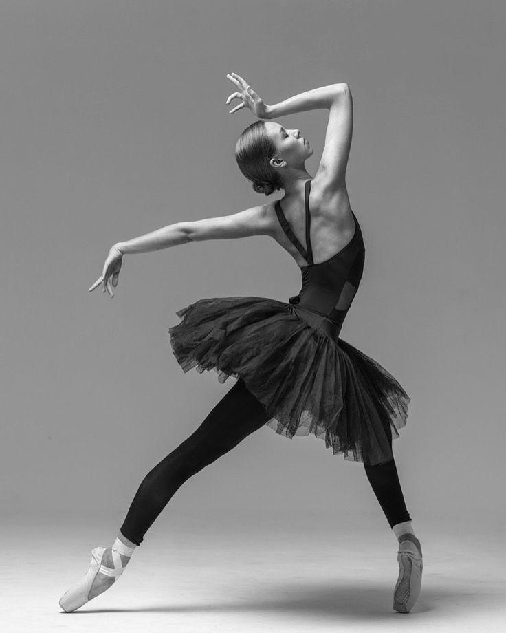 касается поза балерина фото движении перед автомобилем