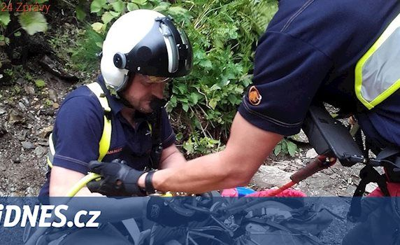 Turista spadl v údolí Bílé Opavy. Z hlubokého kaňonu ho vytáhl vrtulník