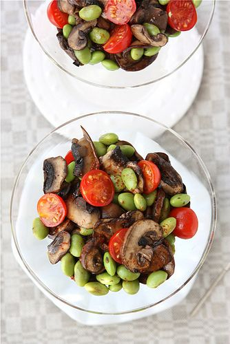 Mushroom & Edamame Salad with Smoked Paprika Dressing: Mushrooms Edamame, Salad Recipes, Tomatoes Salad, Cherry Tomatoes, Dresses Recipes, Healthy Food Recipes, Recipes Salads Dresses, Cherries Tomatoes, Edamame Salad