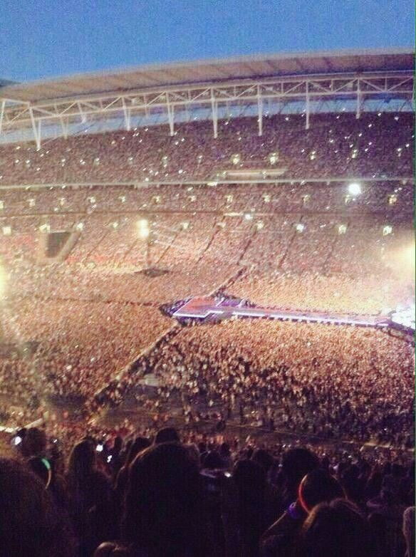 One Direction show in South Africa...guys im IMPRESSED!!!!!! :D thats huge