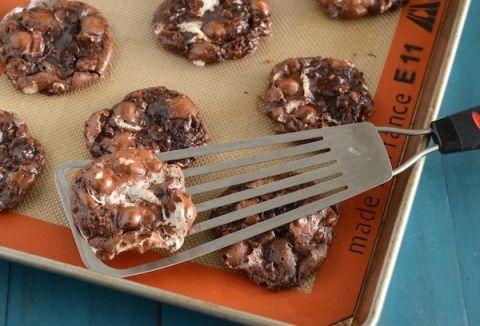 Flourless Chocolate Fudge Marshmallow Cookies - #GlutenFree #Recipe