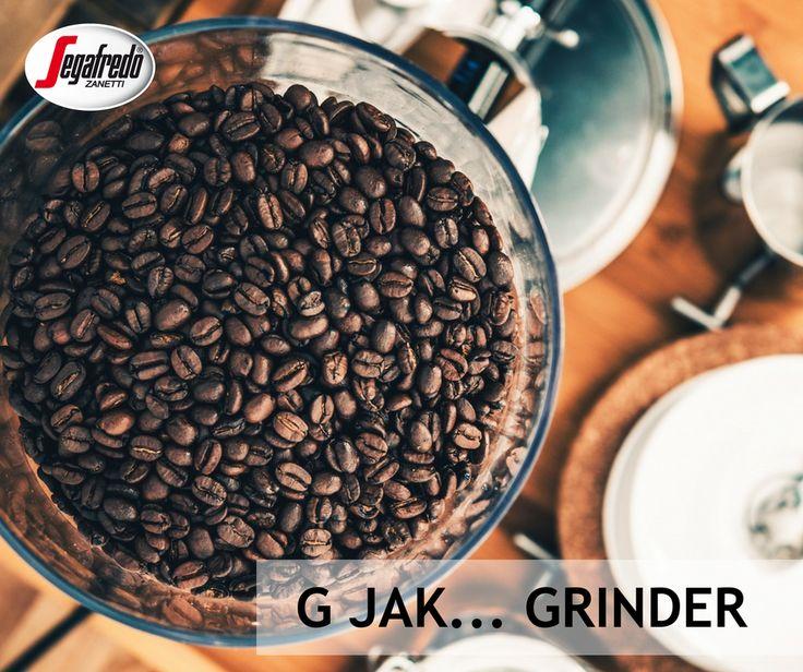 Młynek do kawy, może być ręczny lub elektryczny, profesjonalny lub do użytku domowego. Najważniejsze, aby młynek miał różne grubości mielenia, ponieważ każdy sposób parzenia kawy wymaga innego ustawienia młynka. #segafredo #kawowysłownik #grinder #mlynek #coffeebean #coffee #kawa #coffeetime