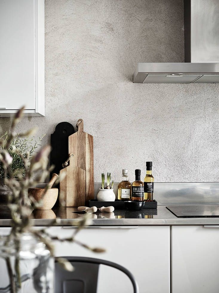 Love the textured concrete / tadelakt wall inside this grey and white kitchen | kitchen details