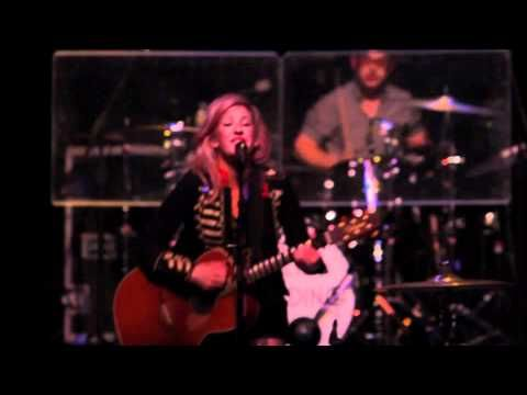 Everytime You Go (Live) - Ellie Goulding. The Coolest.