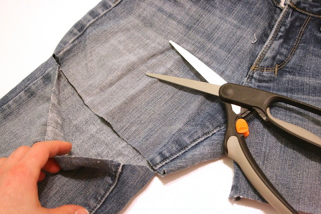 Abenteuer in der Schneiderei: Dieses Sommer DIY-Cut-Off-Jeans-Shorts – Tutorial!   – Crafts