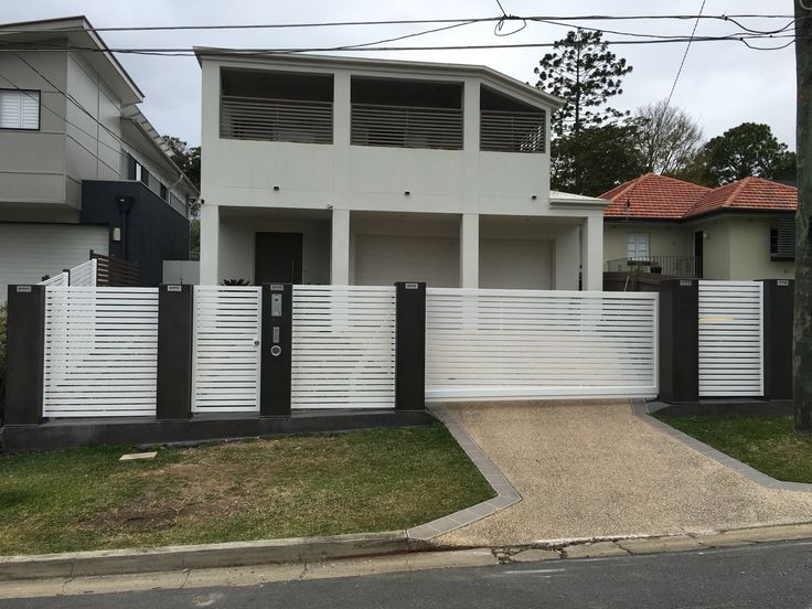 Cantilever sliding gate, with infill panels