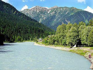 Fungsi sungai begitu banyak dan bermanfaat bagi kehidupan manusia, oleh sebab itu kita wajib menjaga sungai sekitar kita.