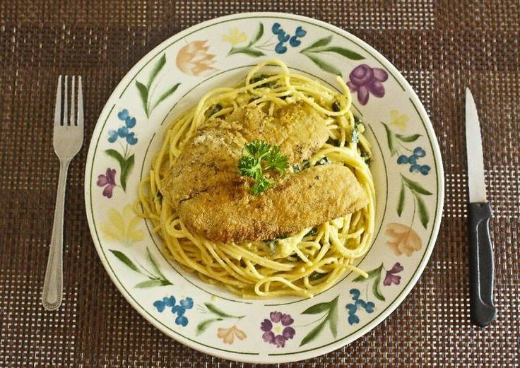 Filete de Tilapia sobre Espaguetis a la Parmesana