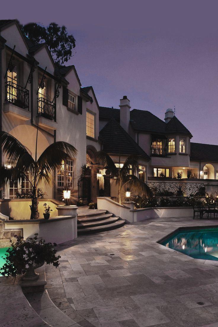 Superior Luxury — envyavenue:   Cottage Sky Mansion | pinterest : @tileeeeyahx3 ☼